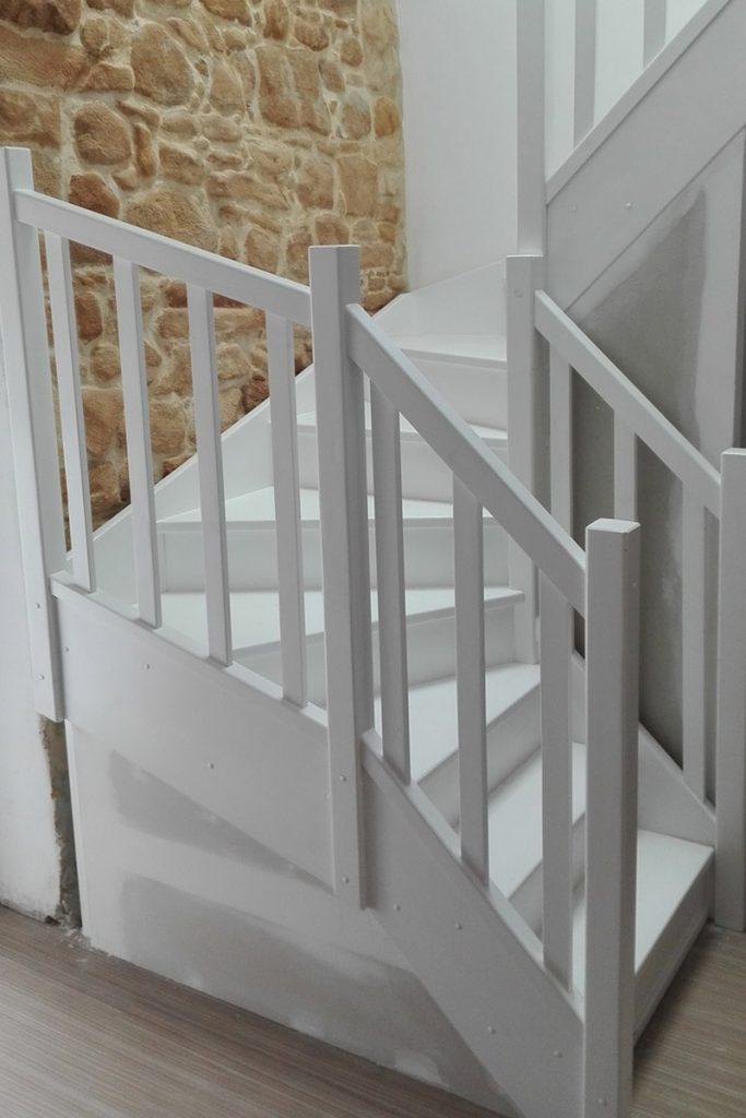 Bystrý smrkové schody do U realizace bílý lak zdola