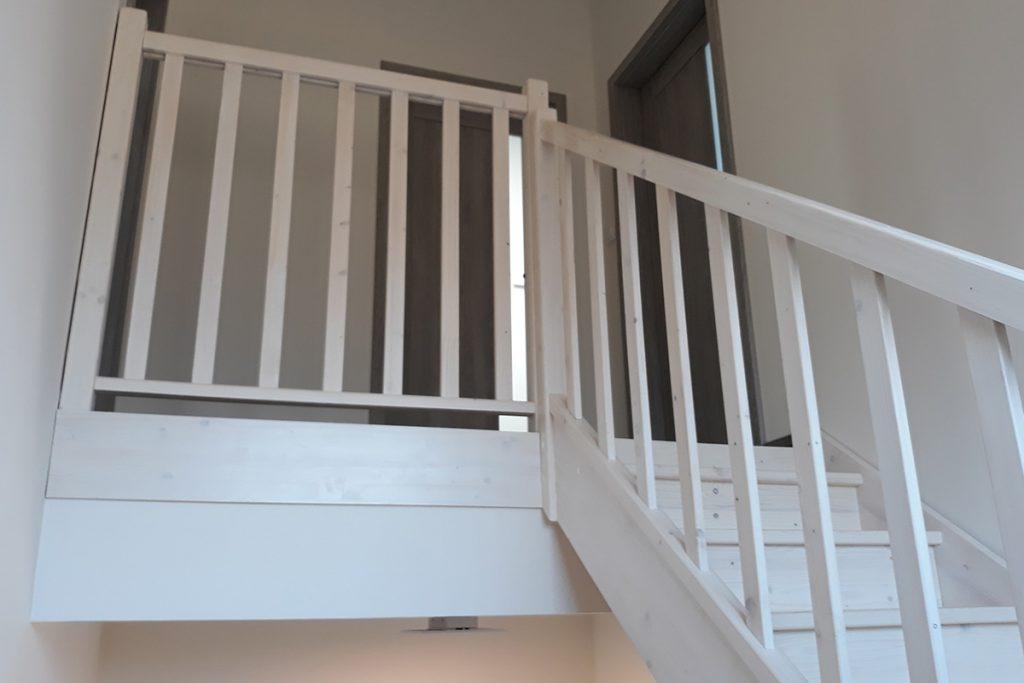 Bystrý smrkové schody do U realizace mezipatro