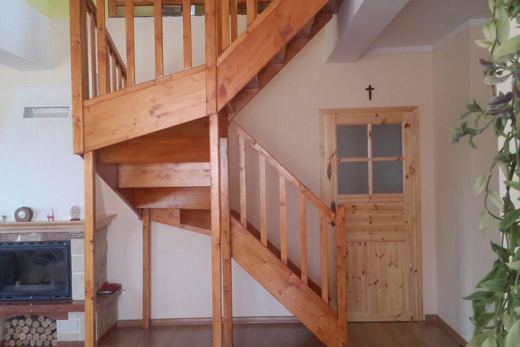 Bystrý smrkové schody do U realizace
