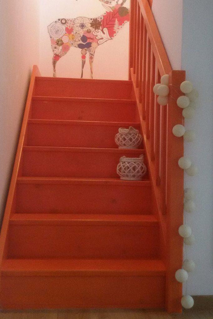 Bystrý smrkové schody do U realizace oranžový lak zdola
