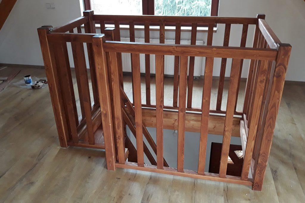 Bystrý smrkové schody rovné realizace krátké patro