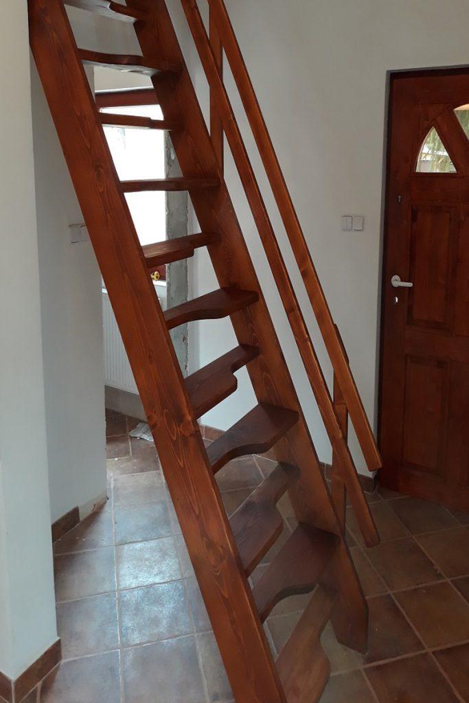 Bystrý smrkové schody rovné realizace krátké zboku