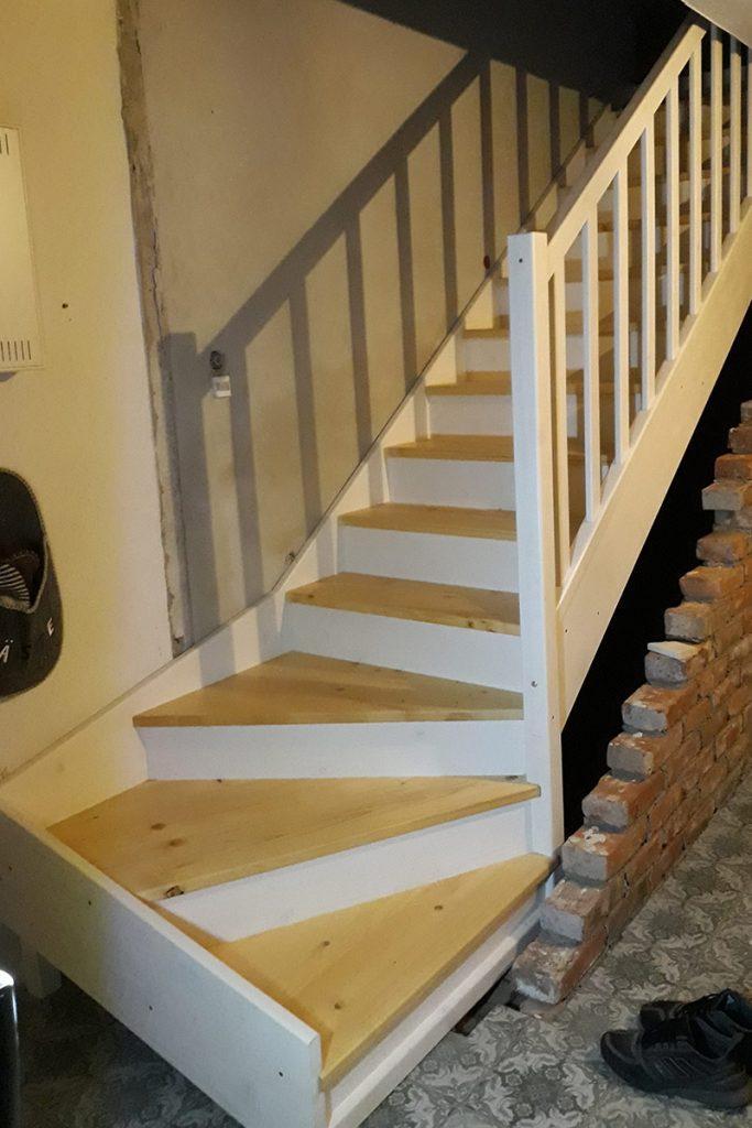 Bystrý smrkové schody s dolním lomením realizace
